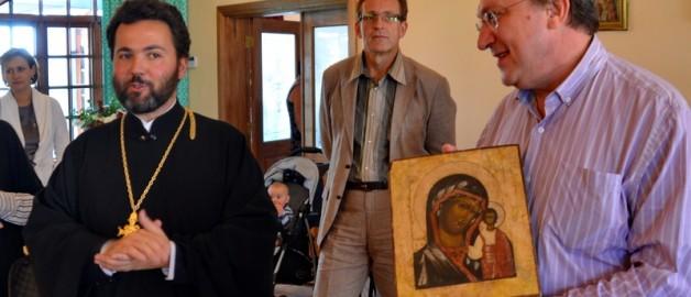 В дар храму передана Казанская икона Божией Матери