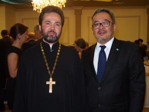 священник Даниил Луговой и посол Республики Казахстан Т. Калиев